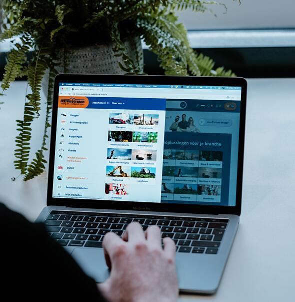 Mees van den Brink - Webshop met koppeling